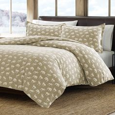 For that nature lover in your life, bring the feel of nature into your bedroom with this Eddie Bauer Buckhead Ridge flannel duvet set. In beige.