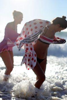 Praia do Meco © O Alfaiate Lisboeta. http://www.vogue.xl.pt/estilo/o-alfaiate-lisboeta/1165-beach-babes.html#