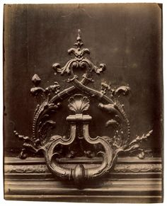 Door knocker, Hotel de Chateaubriand, 120, rue de Bac, Paris - 1902-1903 - Photo by Eugène Atget☾♎☽