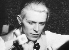 positiverolemodel: rare video footage of David... on David Bowie Gifs