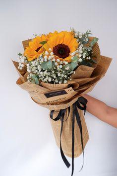 Sunflower 向日葵花束 • • Sunflower 👉🏼 Rm 150 • Free Cocotina Gift Card : Write Message 👉🏼 #向日葵花束 #太阳花花束 #向日葵手花 #祝贺花束 #韩式花束 #新款花束 #特别花束 #大体花束 #毕业花束 #Graduation #生日花束 #Congratsbouquet #太阳花 #Flowerballoon #Sunflowerbouquet #Pandamart #FoodPanda #Pandashop #johorflorist #floristjohor #jbflorist #flowerstagram #flowerbouquet #koreastylebouquet #handbouquet #花店 #新山花店 #florist #小天使花店 #小天使花屋 🌾 instagram@angelfloristgiftcentre ✉️ angelfloristgiftcentre@hotmail.com 🕊 www.wasap.my/60106608200