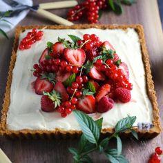 Summer Berry Tart with Lemon Mascarpone Cream - Nerds with Knives Just Desserts, Dessert Recipes, Berry Tart, Tartelette, Cupcakes, Summer Berries, Graham Crackers, Sweet Recipes, Healthy Recipes