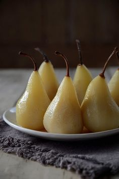 From The Kitchen: Pears Poached in Riesling and Vanilla.just yum. Fruit Recipes, Dessert Recipes, Cooking Recipes, Just Desserts, Delicious Desserts, Yummy Food, Healthy Food, Dessert Healthy, Poached Pears