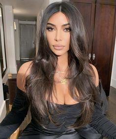 From VB to Maya Jama, Basically Every Celeb Swears By This Cult Hair Tool - GHD Styler: Kim Kardashian West uses the tools - Kim Kardashian Cabelo, Kim Kardashian Haircut, Kardashian Nails, Kardashian Style, Kim Kardashian Long Hair, Kim Kardashian Hairstyles, Kim Kardashian Wedding, Ghd Styler, Hair Inspo