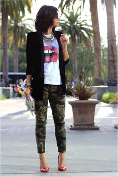 Ways to Look Cool in Army Pants This Year 0481 Camo Pants Outfit, Camo Outfits, Mode Outfits, Casual Outfits, Joggers Outfit, Camo Joggers, Denim Outfit, Camo Skinny Jeans, Printed Skinny Jeans