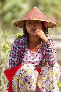 Girl from Amarapura, Myanmar (Central Burma) Myanmar Traditional Dress, Traditional Dresses, Amarapura, Inle Lake, Burma Myanmar, Yangon, True Beauty, Southeast Asia, Cambodia