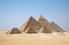 Pyramides lv dynastie,Giseh KHEOPS,KEPHREN MYKERINOS