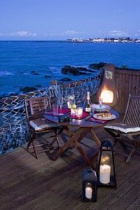 dinner for two at the beach......romantic!