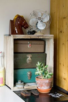 Old metal boxes in a crate as storage and vintage decoration--The Cottage Market: 25 Vintage Decorating Tips Vintage Wooden Crates, Vintage Suitcases, Wood Crates, Wooden Boxes, Vintage Trunks, Vintage Luggage, Vintage Love, Vintage Decor, Vintage Display