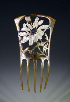 Georges Pierre - Art Nouveau Floral Hair Comb. Carved Horn and Painted. France. Circa 1900. 10.25cm x 18cm.