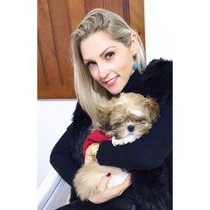 Morninggggg amores  Quem resiste à esta fofura?!?!  tiramos na casa do vovô e da vovó !  OBS: amando meu cabelo novo by @liviabier da @esteticamegahairnh ....  #ficaadica #chanel #princess #frio #inverno2016 #casadosavos #fofura #nossaprincesa #manadotobby #meusamores #otimasemana #fiquemcomdeus