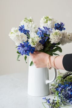 DIY Grocery Store Flower Arrangement by @cydconverse via The Sweetest Occasion / photography by Alice G Patterson