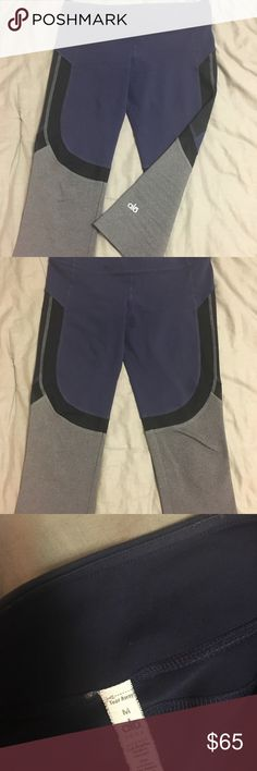 Alo leggings These leggings are so comfortable, so cute, and great for working out. ALO Yoga Pants Ankle & Cropped