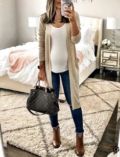 Preppy Winter Outfits To Copy Now Casual Maternity Outfits, Stylish Maternity, Cute Casual Outfits, Maternity Wear, Winter Maternity Fashion, Spring Maternity, Maternity Styles, Maternity Photos, Preppy Winter Outfits