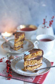 Rezept für eine Schokoladige Erdnussbutter-Karamell-Torte. Mit Quark, Salzkaramell und Ganache. Mehr Rezepte, Torten und Kuchen findest du auf meiner Homepage.