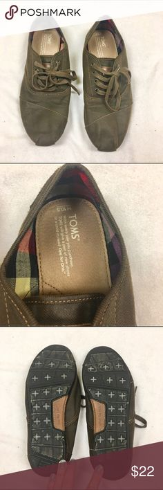 Mens Toms cordones Mens Toms cordones. Gently worn in brown.  No trades // Only Poshmark transactions. ✔️ Reasonable offers only  Shar  Insta // Pinterest: sharguerieri TOMS Shoes Sneakers Cheap Toms Shoes, Toms Shoes Outlet, Uggs Outlet, Fashion Shoes, Fashion Models, Women's Fashion, Fashion Outfits, Fashion Trends, Toms Outfits