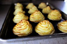 Duchess Potatoes {Pioneer Woman} - a frilly pretty version of mashed potatoes for any special occasion. <3