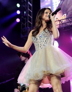 prom night / sweet 17th dress inspiration from selena :)