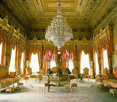 Dolmabahce Palace - The best places to visit in Istanbul, Turkey Palace Interior, Luxury Interior, Historical Architecture, Art And Architecture, Sultan Palace, Inside Castles, Istanbul Travel, Grand Homes, Ottoman Empire