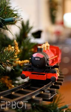 How smashing is this Harry Potter Hogwarts themed train, which the owner crafted from a $30 train set for his Christmas tree! Description from pinterest.com. I searched for this on bing.com/images