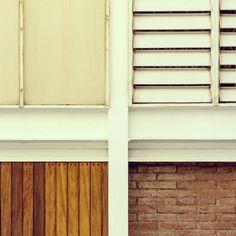 Baraja de cuatro palos #deck #foursuits #facade #fachada #slats #lamas #brick #ladrillo #wood #madera #pillar #pilar #steel #acero #detail #detalle #architecture #arquitectura #coderch