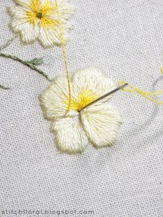 Primrose botanical embroidery: freebie & tutorial