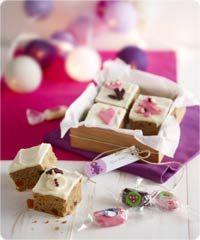 Pikkukakkuset lahjapakettiin Purple Christmas, Xmas, Christmas Presents, Gift Wrapping, Place Card Holders, Sweets, Cheese, Baking, Marimekko