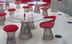 Mesa Warren Platner de Jantar, 1962.   Desenvolvida por Warren Platner na década de 1960, junto com a equipe da Knoll. Uma peça de Platner que pertence a sua Coleção que foi desenvolvida após ter trabalhado com grandes arquitetos como Eero Saarinen e Ieoh Ming Pei.