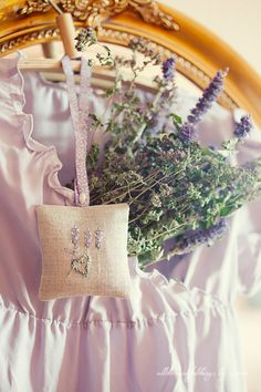 I love lavender...  Beautiful sachet, and gorgeous website