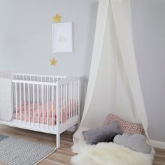Find out about getting the right timing to switch from toddler crib and more DIY toddler bed ideas which suits your needs. Baby Room Design, Baby Room Decor, Nursery Room, Kids Bedroom, Bedroom Decor, Playroom Decor, Girl Nursery, Childrens Bedrooms Girls, Baby Bedroom Furniture