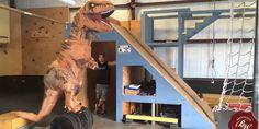 Un T-Rex si allena per American Ninja Warrior e fa parkour - Sw Tweens