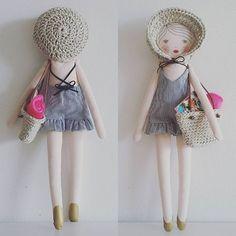 Panier et chapeau bidouillés au crochet avec un fil de lin et coton. Le patron du maillot de bain vient du livre de @nun.studio  #nunstudio