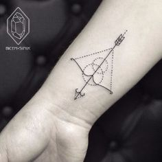What does sagittarius tattoo mean? We have sagittarius tattoo ideas, designs, symbolism and we explain the meaning behind the tattoo. Mens Arrow Tattoo, Small Arrow Tattoos, Small Tattoos, Wörter Tattoos, Tatuajes Tattoos, Body Art Tattoos, Tatoos, Hand Tattoos, Temporary Tattoos