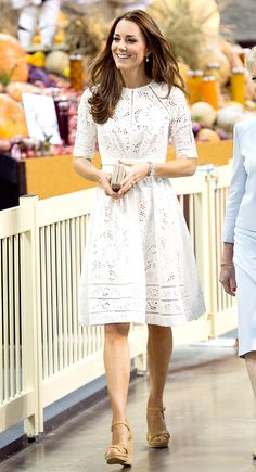 White Eyelet Dress Photo - Kate Middleton Style from the Royal Australia and New Zealand Tour All the Looks! - Us Weekly Kate Middleton Outfits, Looks Kate Middleton, Kate Middleton Fashion, Middleton Family, Trendy Dresses, Casual Dresses, Summer Dresses, White Dress Casual, Classy Dress
