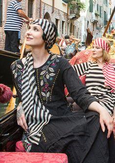 """Kjole """"Carnevale"""" i hør/bomuld–Bølger og cirkler–GUDRUN SJÖDÉN – Kläder Online & Postorder"""