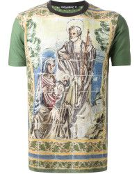 Image issue du site Web https://cdnd.lystit.com/200/250/tr/photos/fbd6-2015/03/19/dolce-gabbana-green-majolica-print-t-shirt-product-0-668230796-normal.jpeg