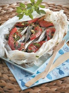 So easy to make, so great to taste! Pair it with a glass of ouzo or raki! Greek Recipes, Fish Recipes, Seafood Recipes, Cooking Recipes, Greek Meze, Greek Appetizers, How To Cook Fish, Tasty, Gastronomia