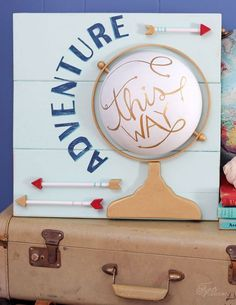 25 Home Decoration Organization and Storage Tips faux globe pallet sign made with Make it Fun Foam The Best of home decor ideas in Pallet Art, Pallet Signs, Wood Signs, Pallet Wood, Make Your Own Sign, Globe Art, Farmhouse Side Table, Farmhouse Office, Cute Dorm Rooms