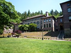 University President Cancels Classes to 'Go After' 'Lowlifes' Who Posted 'Hate Speech' Winter Quarters, Western Washington University, Federal Way, Helping The Homeless, Private School, Freshman, College Life, College Students, Westerns