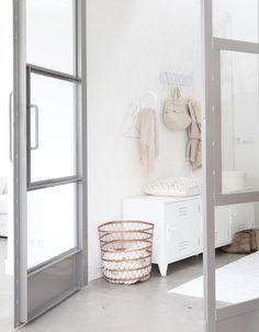 Hal inspiratie | lichte hal met pasteltinten | interieurinspiratie
