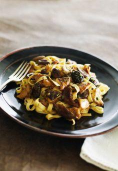 Pasta with chanterelle Ratatouille, Paella, Tasty, Delicious Food, Mozzarella, Macaroni And Cheese, Spaghetti, Stuffed Mushrooms, Meals