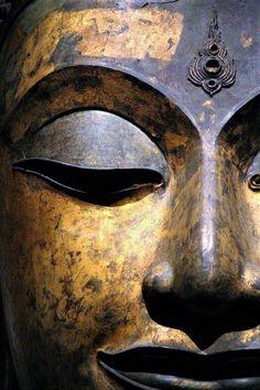 Thai Buddha Statue, Thai Design, Buddha Garden, Buddha Face, Eastern Philosophy, Buddha Painting, Thai Art, Asian Decor, Religious Art