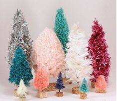 Give your home an old-timey feel this Christmas season with these Simply Adorable Bottle Brush Trees. With a few craft store items in a variety of pretty colors, you can create an army of Christmas cuteness. Christmas Swags, Mini Christmas Tree, Christmas Gift Guide, Diy Christmas Gifts, Christmas Decorations, Xmas, Country Christmas, Diy Decoupage Wood, Vintage Christmas Crafts