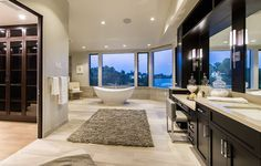 Luxurious Mansion With Striking Entertaining Spaces in Brentwood, California