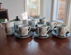 Ensemble de 6 tasses et soucoupes, un pot à lait et un pot à sucre Manitou fait en Angleterre, Grindley/Staffordshire/England de la boutique 3rvintages sur Etsy