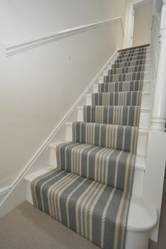 Example of how to replace carpet with an inexpensive stair runner 27 Stairway Carpet, Hallway Carpet, Hallway Flooring, Beige Carpet, Diy Carpet, Rugs On Carpet, Carpet Ideas, Cheap Carpet, Sisal Carpet