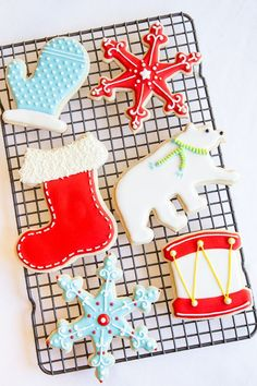Beautifully-decorated Christmas cookies William Sonoma Cookie Decorating Tips - Cookie & Royal Icing recipes included, along with 5 easy steps to perfect cookies. Christmas Sugar Cookies, Christmas Sweets, Noel Christmas, Christmas Goodies, Holiday Cookies, Holiday Treats, Holiday Fun, Christmas Stocking Cookies, Festive