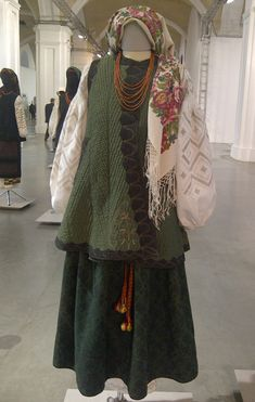 Samples of traditional Ukrainian festive clothing of century. Best collection of three museums (photos) Traditional Hairstyle, Traditional Outfits, Folk Costume, Costumes, Folk Clothing, Festival Outfits, Plaid Scarf, Ukraine, Hairstyles