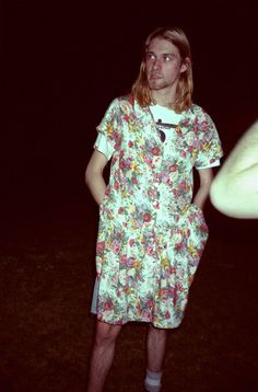 """""""wearing a dress shows i can be as feminine as i want,"""" he says, in a jab at the macho undercurrents that he detests in rock. """"i'm a heterosexual… big deal. but if i was a homosexual, it wouldn't matter either""""- kurt cobain Atlanta Journal, 1993 Kurt Corbain, Kurt And Courtney, Nirvana Kurt Cobain, Kurt Cobain Style, Dave Grohl, Pat Smear, Eddie Vedder, Banda Nirvana, Nirvana Art"""