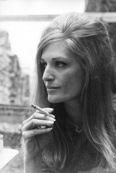 It was Dalida. That woman with such a fate tragique. Since that time she is always near. When I give up, when it seems to me that I can't stand anymore… Catherine Deneuve, Egyptian Movies, French Icons, Dalida, Actrices Sexy, Prinz Harry, Nostalgia, Idole, Gardens